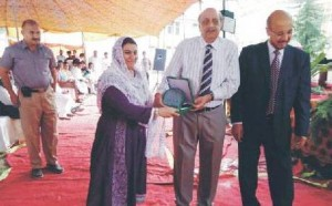 Dr. Tehreema Iftikhar awarded shield in recognition of the participation from GC University, Faisalabad